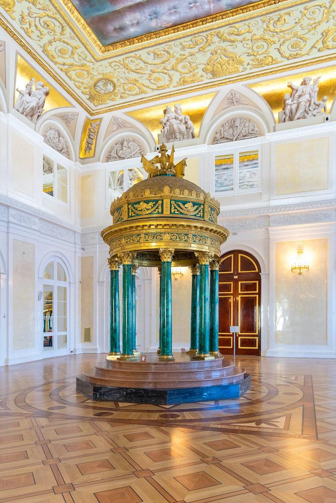 Colonne de malachite dans le musée de l'ermitage à Saint Petersbourg