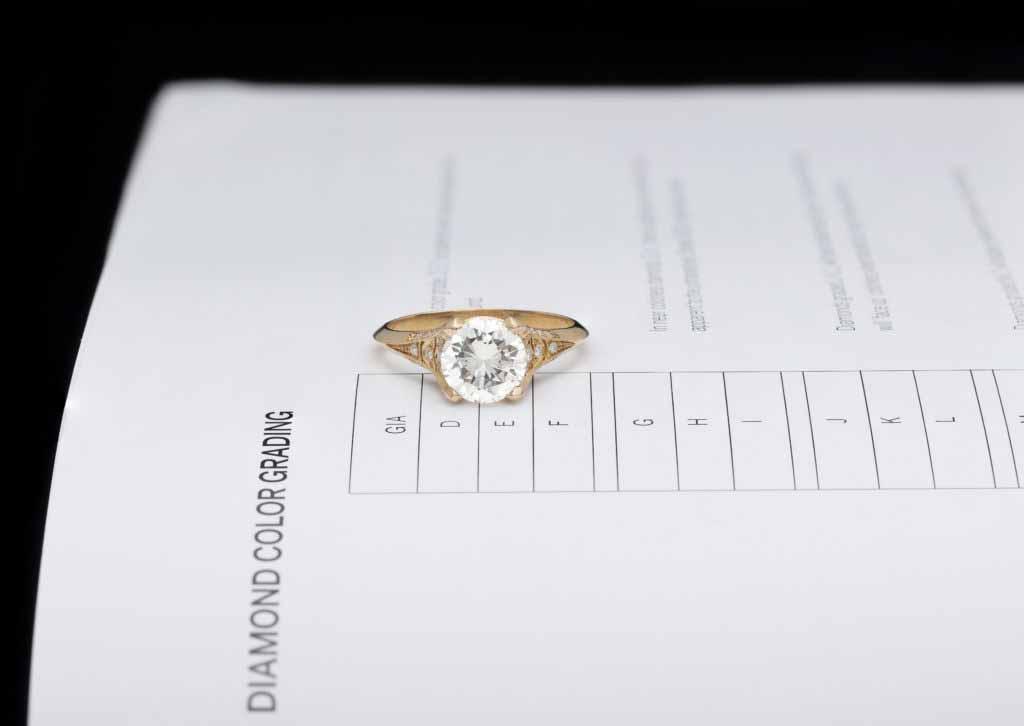 diamant sur une bague en or